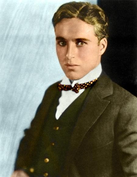 Старинное фото классического костюма-тройки - Чарли Чаплин в классическом костюме с жилетом