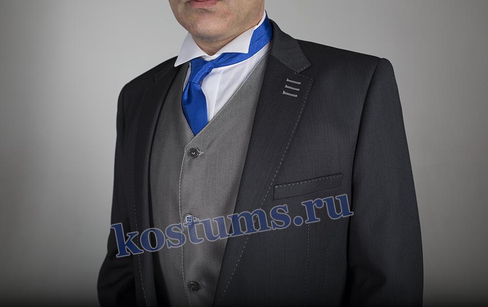 Классический мужской костюм тройка серого цвета со светлым жилетом