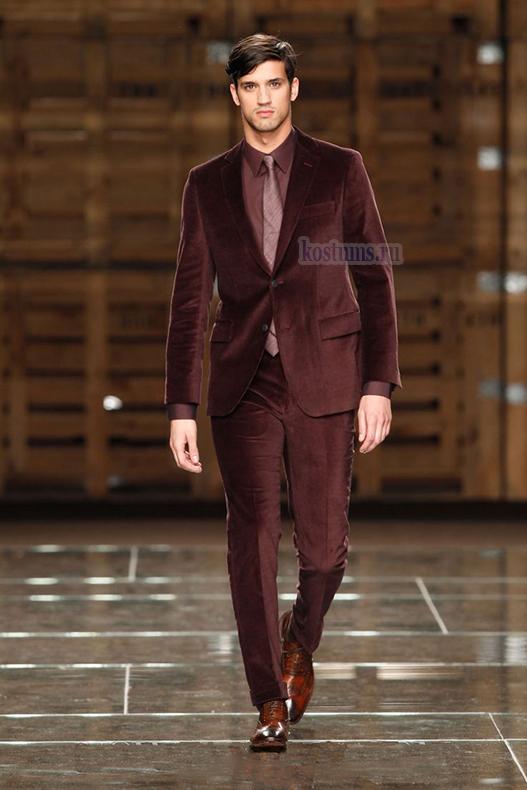 Стильный бордово-коричневый велюровый мужской костюм Вы можете приобрести для праздника и для торжества, и как мужской костюм на концерт и в театр, на вечерний приём, на деловую встречу