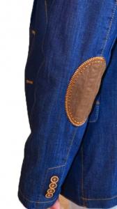 кожанные налокотники на джинсовом мужском пиджаке