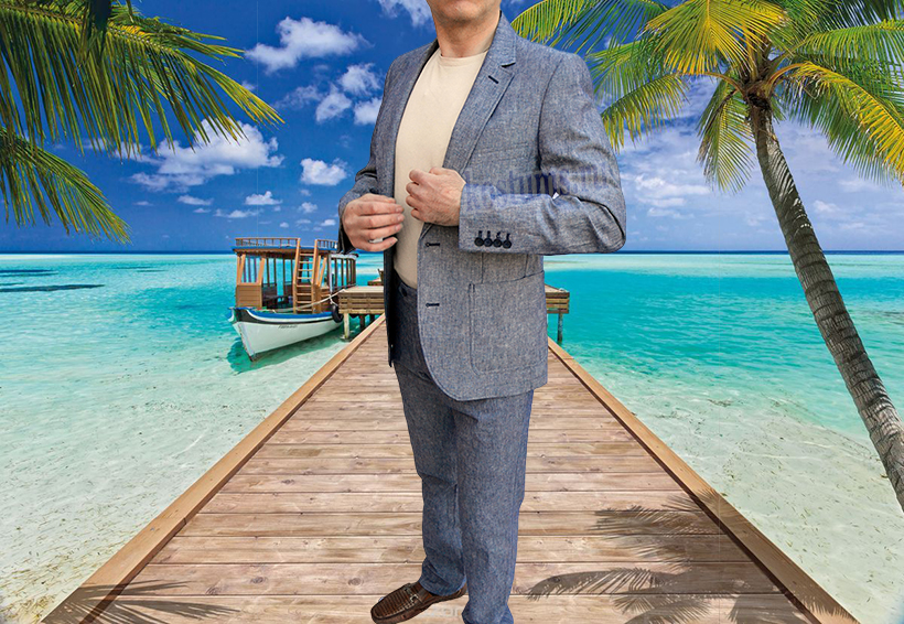 Этот элегантный и лёгкий летний мужской костюм Вы можете приобрести для летней поездки и отпуска
