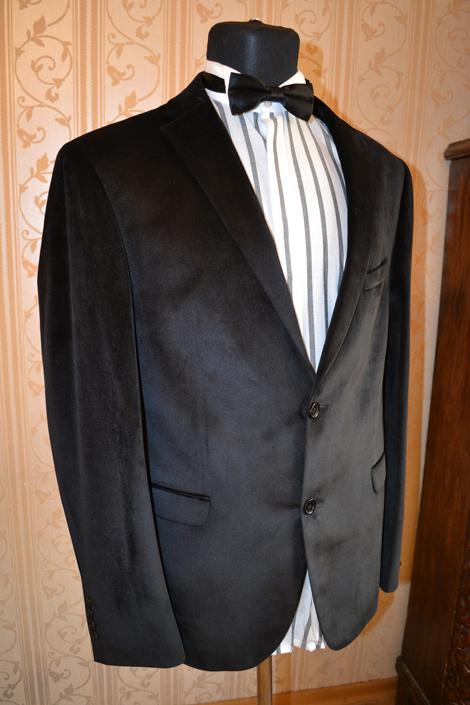 38e627ea36f2 Чёрный велюровый мужской пиджак · Чёрный велюровый мужской пиджак