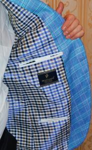 У стильного летнего пиджака и подкладка шёлковая
