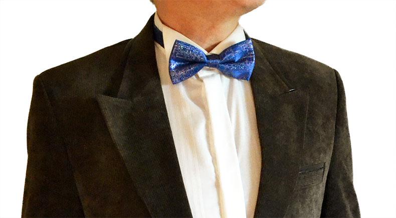 Стильный классический вельветовый мужской пиджак коричневый, вельвет мелкий, пиджак на двух пуговицах, над карманами и на части воротника декоративные вставки из кожи, а также есть модель точно такого пиджака без них. На рукавах кожаные налокотники.